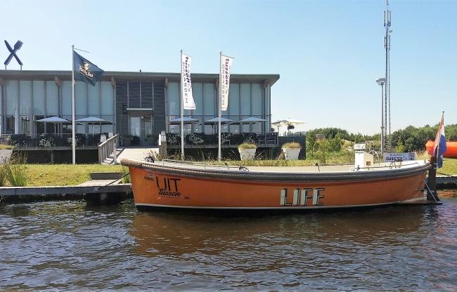 Varen op de Kagerplassen; kies de rondvaart of huur een motorbootje