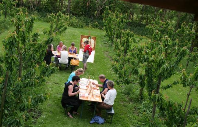 Schilderen in de kersenboomgaard