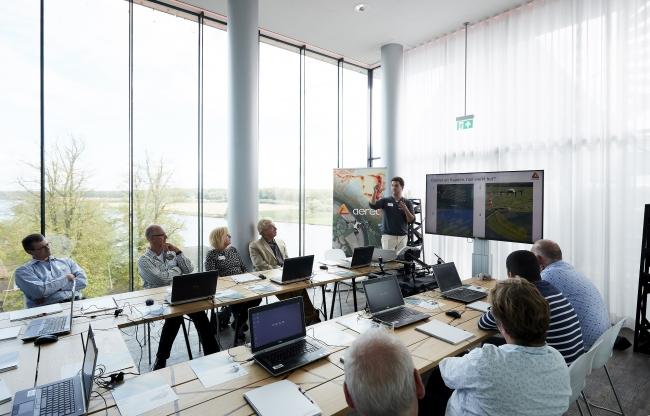 Vergaderen of trainen met uitzicht over de Maas