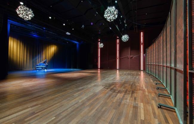 Lindenberg zakelijk verhuur Lindenbergzaal toneel grote theaterzaal
