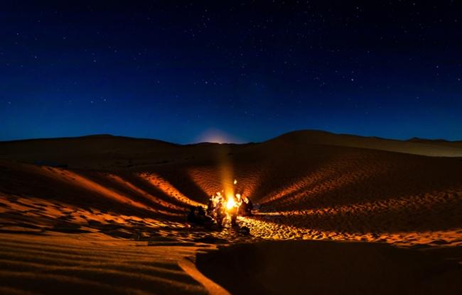 Kampvuur in de woestijn van Marrakech of Dubai