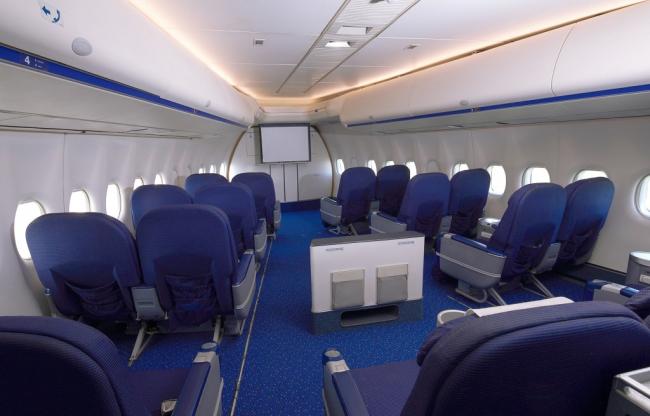 Meeting in de business class van een Boeing 747 Jumbo Jet