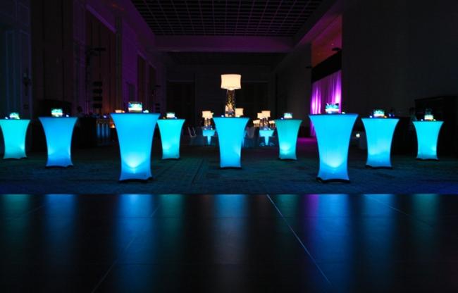 Cocktail tafels met LED verlichting