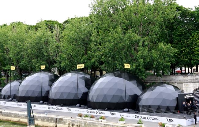 Domes Europe denkt mee en levert maatwerk waar nodig zoals hier in Parijs aan de Seine