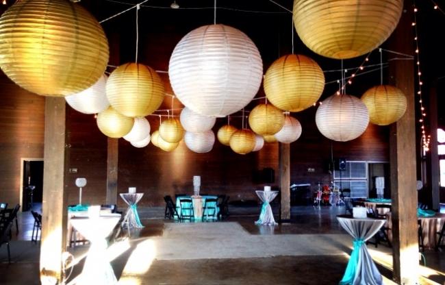 grote gouden en witte lampionnen