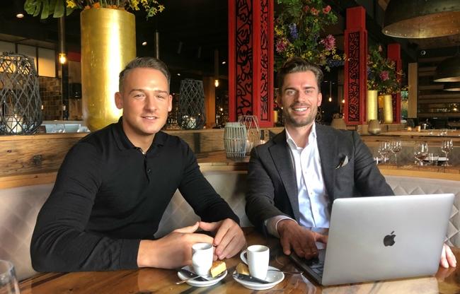 Derek sanders van Moët Hennessy (l) en Arjan de Ridder van Apollo Hotel Vinkeveen (r)