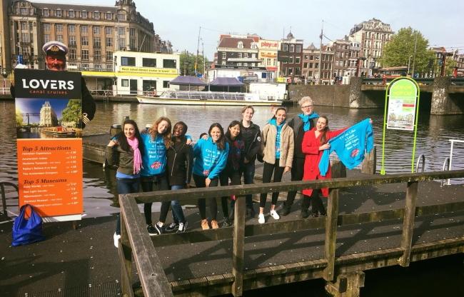 Goodday Hosts tijdens rondvaart boot tochten Amsterdam Koningsdag