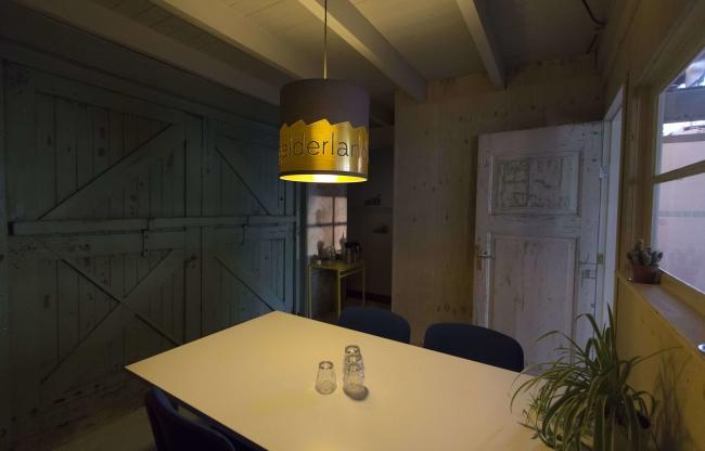 Perron Geluk, een kleine vergaderruimte in de entree van de Gelderlandfabriek