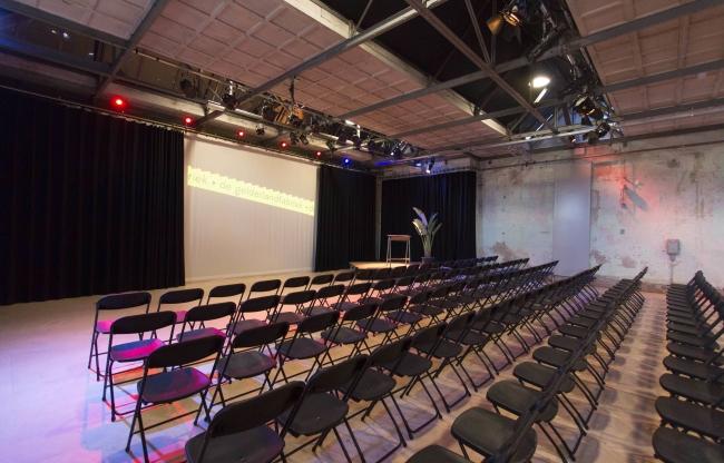 De Zaal ingericht voor een presentatie
