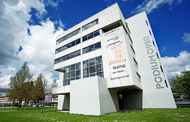 Podium aan de Maas: architectonische parel langs de Maasboulevard