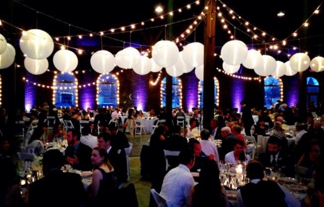 Witte nylon lampionnen met LED lichtslinger