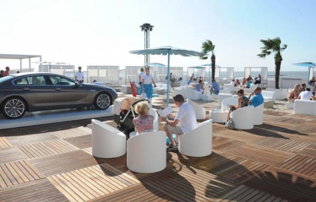 Pop-up Beach lounge BMW