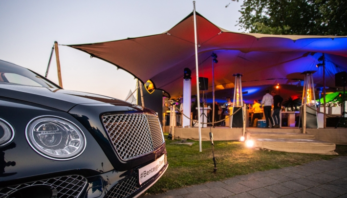 Sfeervolle Start of Summer Event van Bentley, Bugatti en Lamborghini