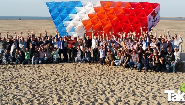 Bedrijfsuitje Megavlieger bouwen voor 200 personen op de Brouwersdam.