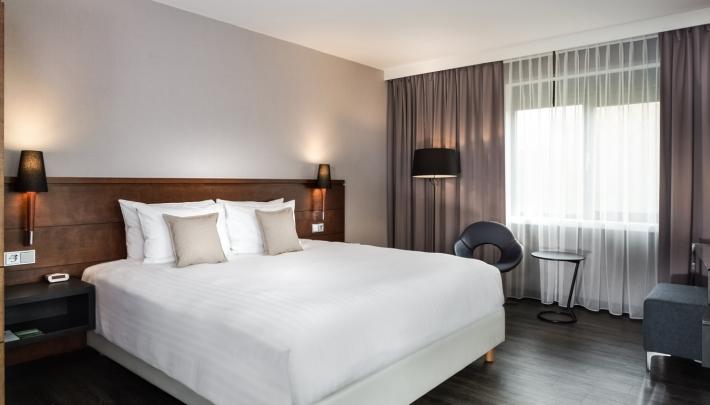 Gerenoveerde King Room in het Courtyard by Marriott Amsterdam Airport