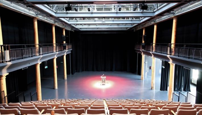 Compagnietheater: bijeenkomen aan de oudste gracht van de stad
