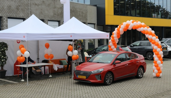 Drive-thru diploma-uitreiking bij Hofclub Werken & Vergaderen