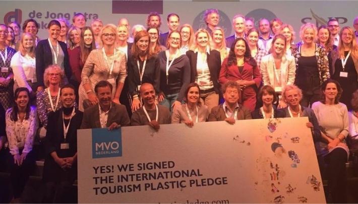 Stayokay tekent International Tourism Plastic Pledge