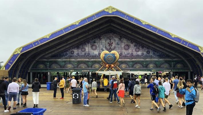 Veldeman bouwt magische poort naar Tomorrowland