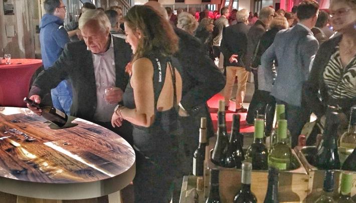 Wijnverhalen met meisjes van de wijn
