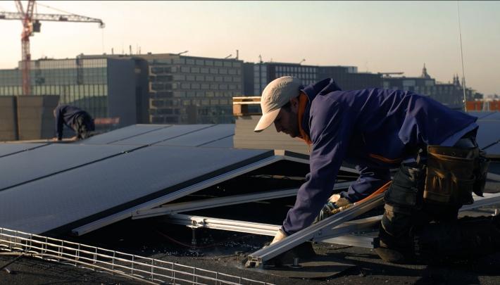 964 zonnepanelen op dak BIMHUIS en Muziekgebouw aan 't IJ