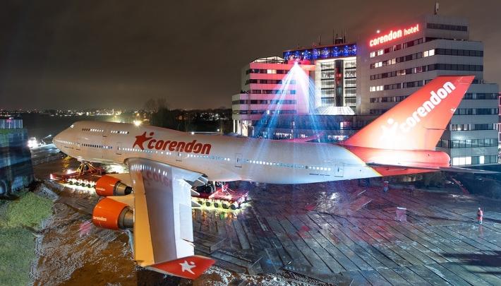 Boeing 747 in Corendon hoteltuin 'geland'