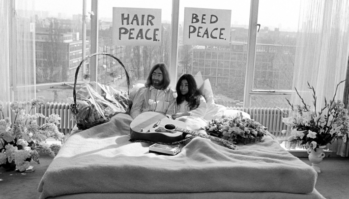 Hilton Amsterdam viert jubileum Bed-in for Peace