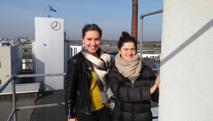 Op de foto: Kim (l) van DeFabrique en Femke van Compagnie Kairos