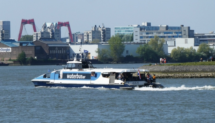 Rotterdam met vlag en wimpel